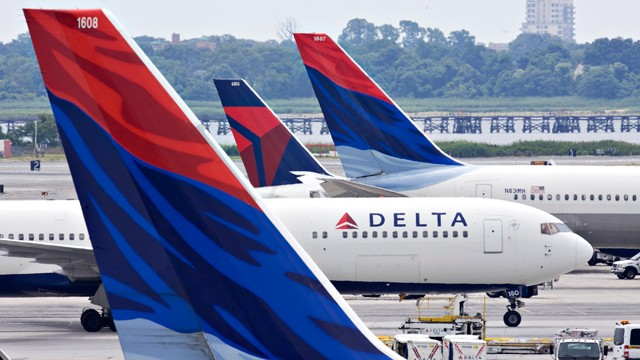 PHOTO: A Delta Air Lines plane taxis toward a gate between other Delta planes at John F. Kennedy International Airport in New York.