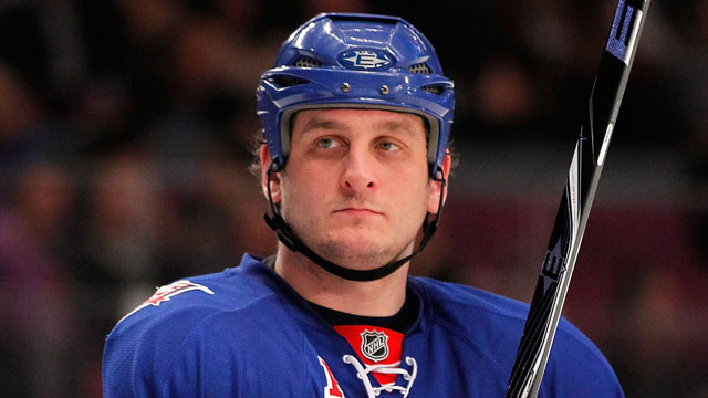 PHOTO:Family of former New York Rangers hockey player Derek Boogaard files wrongful-death lawsuit against NHL.