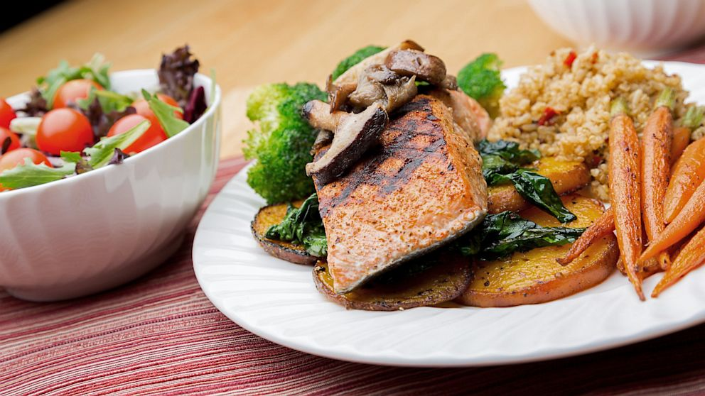 PHOTO: Salmon and vegetables with salad