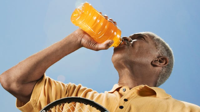 PHOTO: Drinking one sugar-sweetened beverage a day could increase a man's heart disease risk, a new study found.
