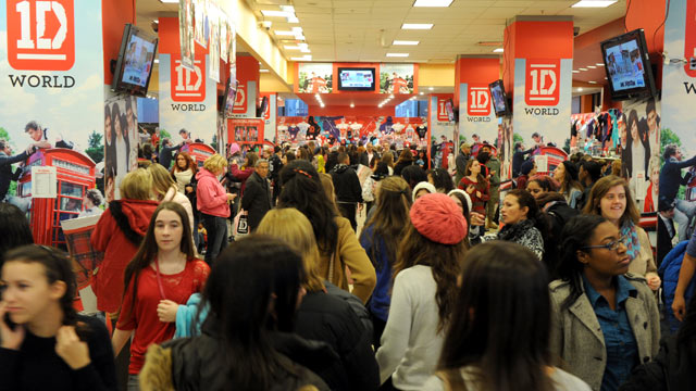 PHOTO: People shop at the One Direction World pop-up store, Nov. 17, 2012, near Madison Square Garden in New York.