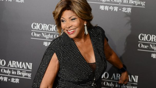 PHOTO: Tina Turner walks the red carpet for a Giorgio Armani fashion show at the 798 art complex in Beijing, May 31, 2012.