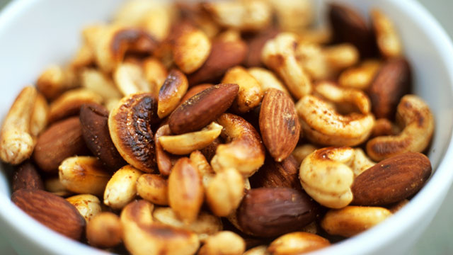 PHOTO: Bowl of mixed nuts