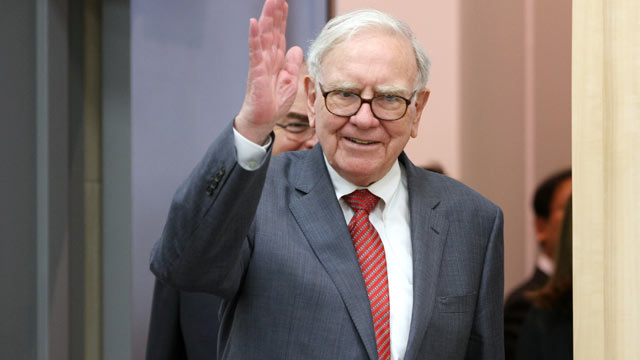 PHOTO:Billionaire Warren Buffett, shown here on Nov. 21, 2011, has been diagnosed with prostate cancer.