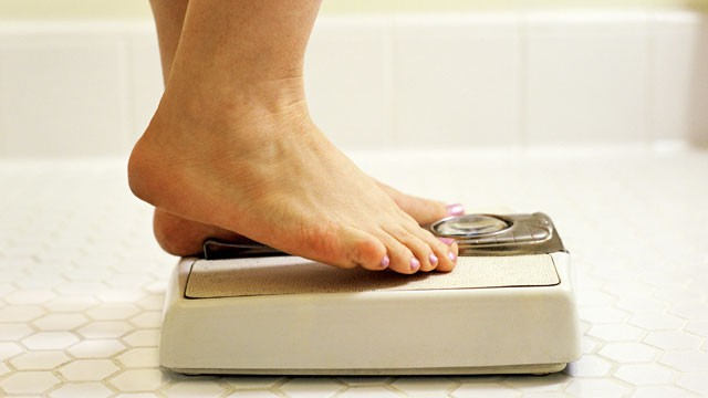 PHOTO: A new study suggests the amount of weight gained after one quits smoking is more than previously thought.