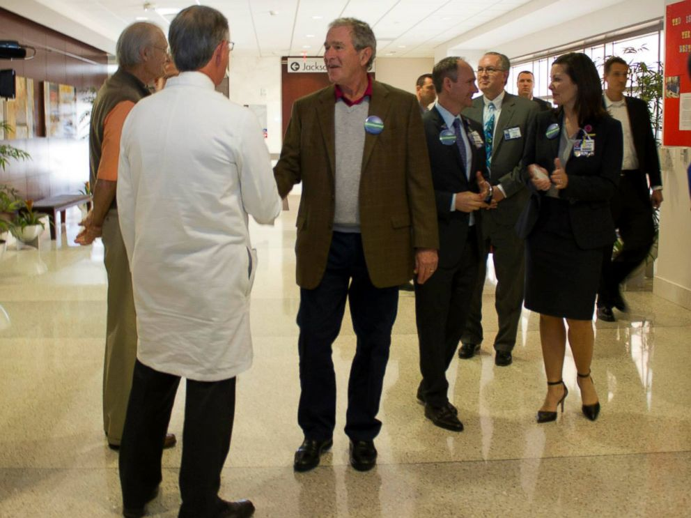PHOTO: Former President George Bush visits Texas Presbyterian hospital in Dallas, Texas, Nov. 7, 2014.