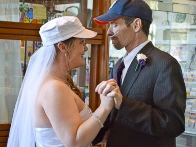 Couple Weds in Hospital After Groom's Cancer Diagnosis