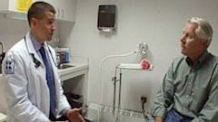 PHOTO: Doctor, patient end-of-life conversation