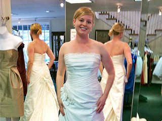 Meet the Mirror-Free Bride: Woman Avoided Mirrors for One Year