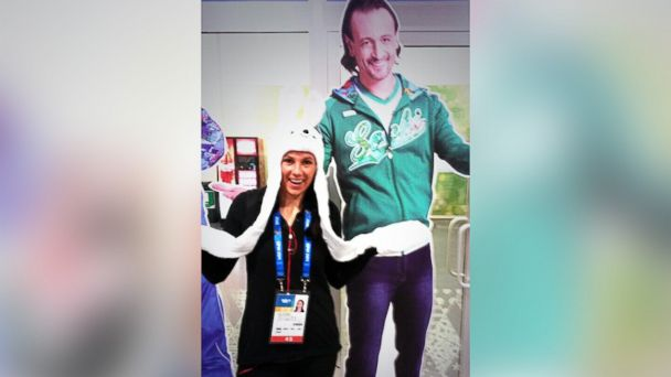 ht olympic athlete and cardboard cutout sr 140211 16x9 608 Who IS This Guy? Sochi Athletes Pose With Mystery (Cutout) Man