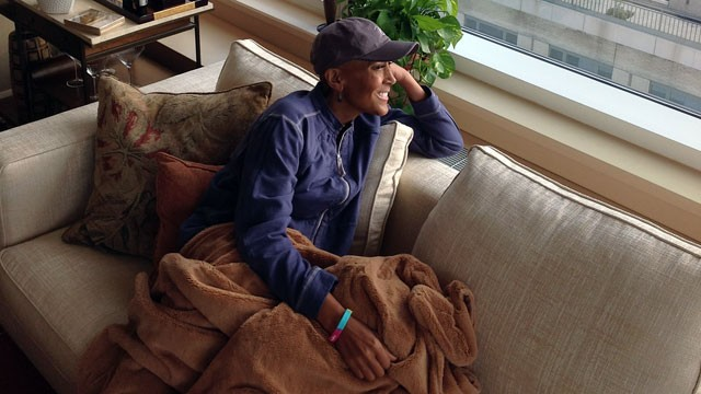 PHOTO: Robin Roberts reaches a milestone in her recovering, coming home for the first time since her bone marrow transplant.