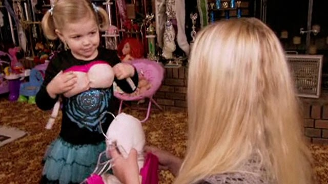 PHOTO: Maddy Jackson dresses up like country star Dolly Parton in the Toddlers and Tiaras.