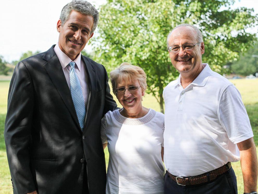PHOTO: Dr. Richard Besser, left, is pictured with Ebola survivor Nancy Writebol and her husband, David.