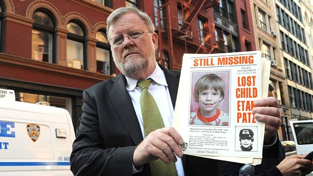 PHOTO: NYPD's Paul Browne with Etan Patz flyer