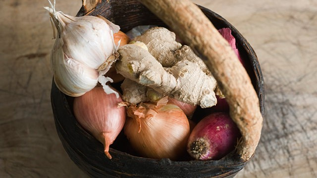 PHOTO: Garlic, onion and ginger