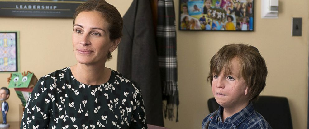 "PHOTO: Julia Roberts, as Isabel, and Jason Tremblay, as Auggie, in a scene from ""Wonder."""