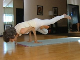 Watch: New York Yoga Instructor Going Strong at 94