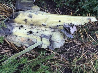 VIDEO: Malaysia Air Wreckage in Nearby Field Left Unguarded