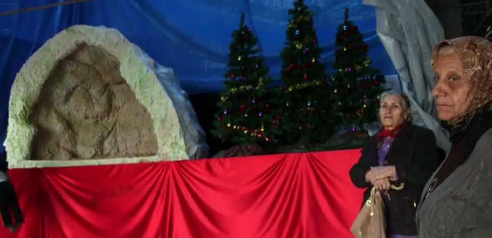 VIDEO: Christians living at the unfinished shopping mall in Erbil have built a makeshift nativity scene.