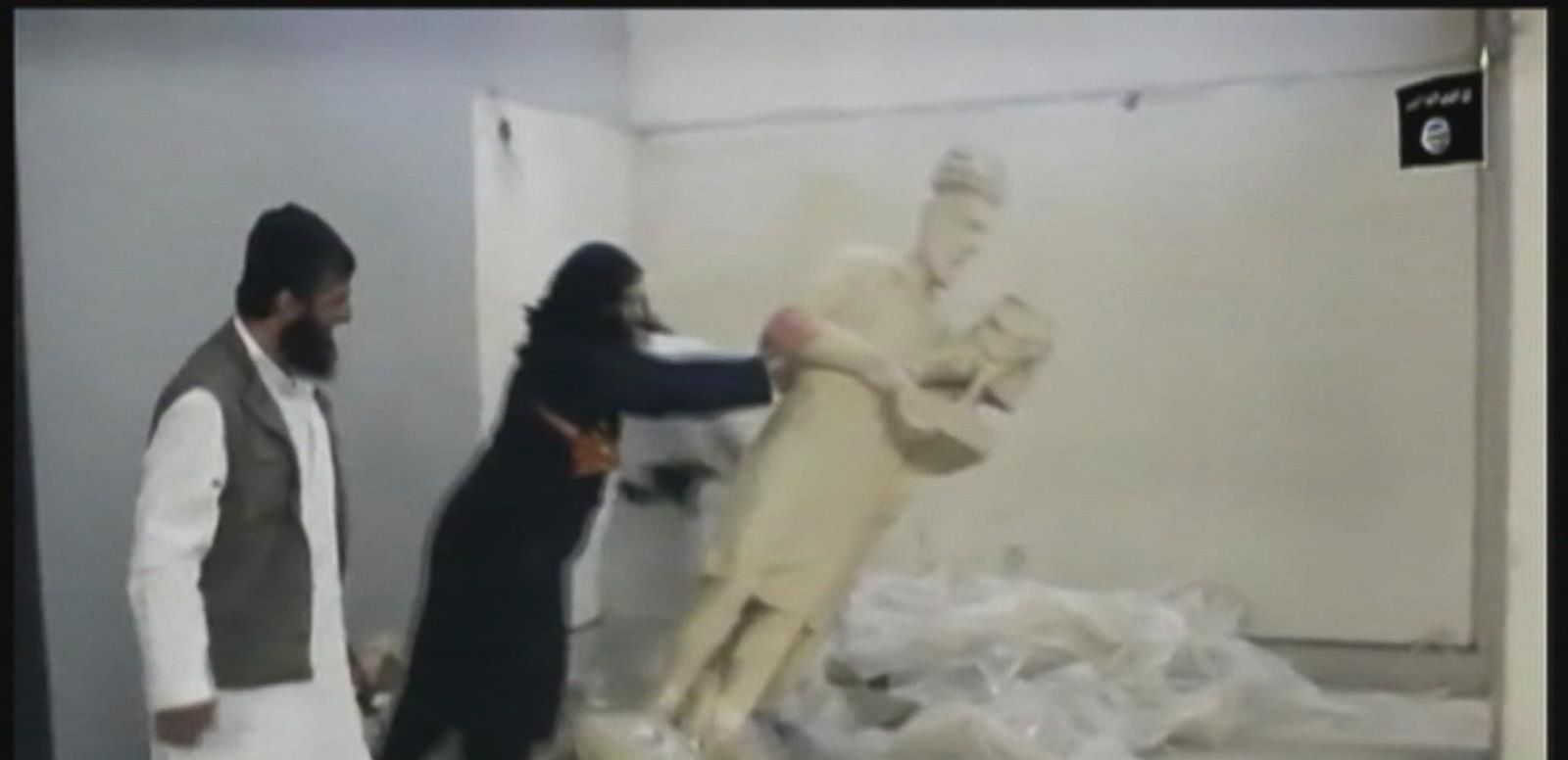 VIDEO: Militants tear down statues from 13th century B.C.