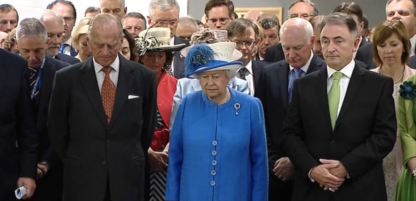 VIDEO: The Queen and the Duke of Edinburgh were visiting Glasgow when they paused to honor the victims of last week's attack.