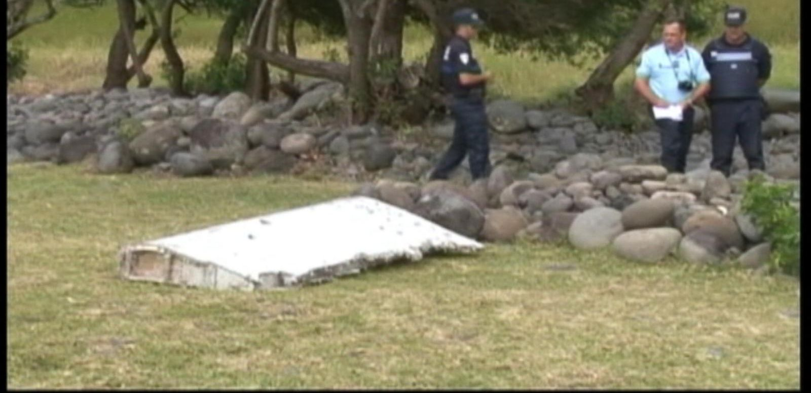 Investigators looking into new clues in the mystery of Malaysia Airlines MH370 after a piece of wreckage and luggage washed ashore. ABC News' Kenneth Moton and Tom Haeuter contribute.