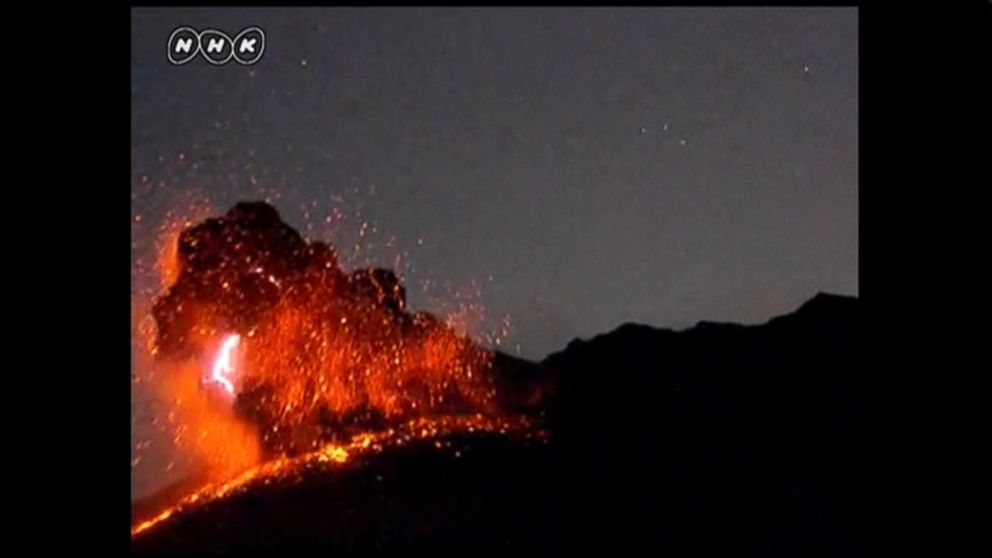 Good Morning In Japanese Yahoo : Eye catching footage shows volcano eruption in japan video