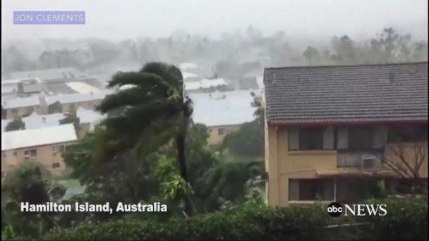 VIDEO:  Cyclone Debbie slams into Australia's tropical northeast coast
