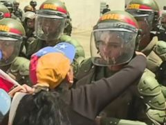 VIDEO: Venezuelan mothers mark Mothers Day by asking soldiers to stop defending Maduros government