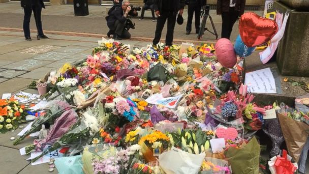 VIDEO: Manchester residents come together to honor bombing victims