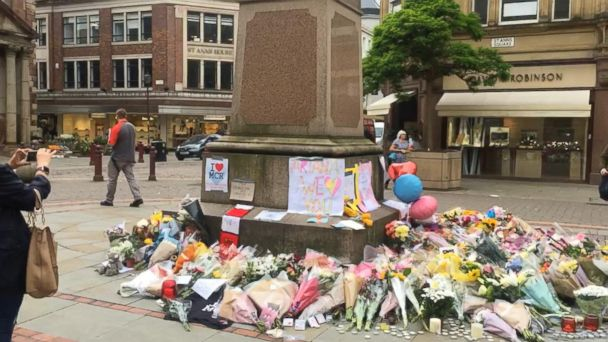 VIDEO: Manchester residents show solidarity with bombing victims