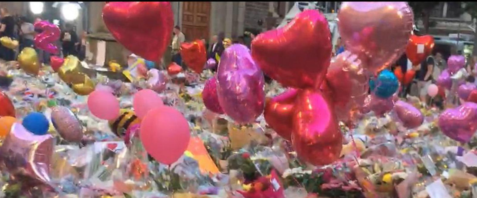 VIDEO: Evening look at the Manchester Vigil