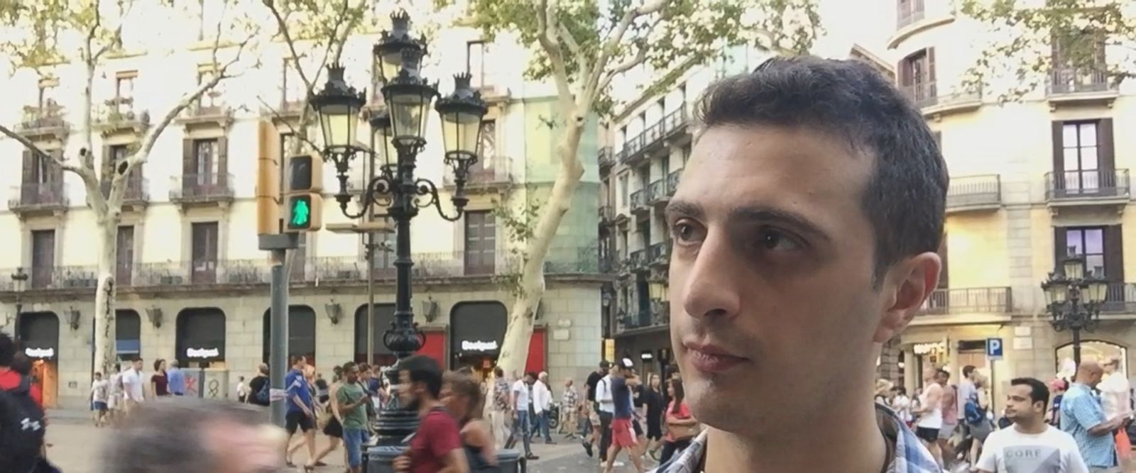 VIDEO: Barcelona residents stand in solidarity with victims of deadly vehicle attack