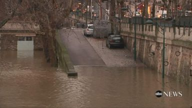 'VIDEO: Following weeks of heavy rain in Paris, the River Seine continues to rise -- now putting its famous Louvre Museum in danger.' from the web at 'http://a.abcnews.com/images/International/180125_vod_orig_paris_flooding_16x9_384.jpg'