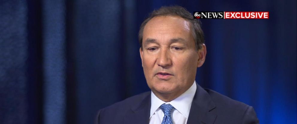 """PHOTO: United Airlines CEO, Oscar Munoz, appears on """"Good Morning America,"""" April 12, 2017."""