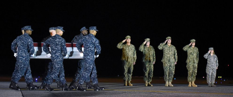 PHOTO: A Navy carry team moves a transfer case containing the remains of Senior Chief Petty Officer Scott C. Dayton at Dover Air Force Base, Delaware, Nov. 27, 2016.