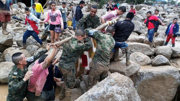 PHOTO: Soldiers and residents work together in rescue efforts in Mocoa, Colombia, April 1, 2017, after an avalanche of water from an overflowing river swept through the city as people slept.