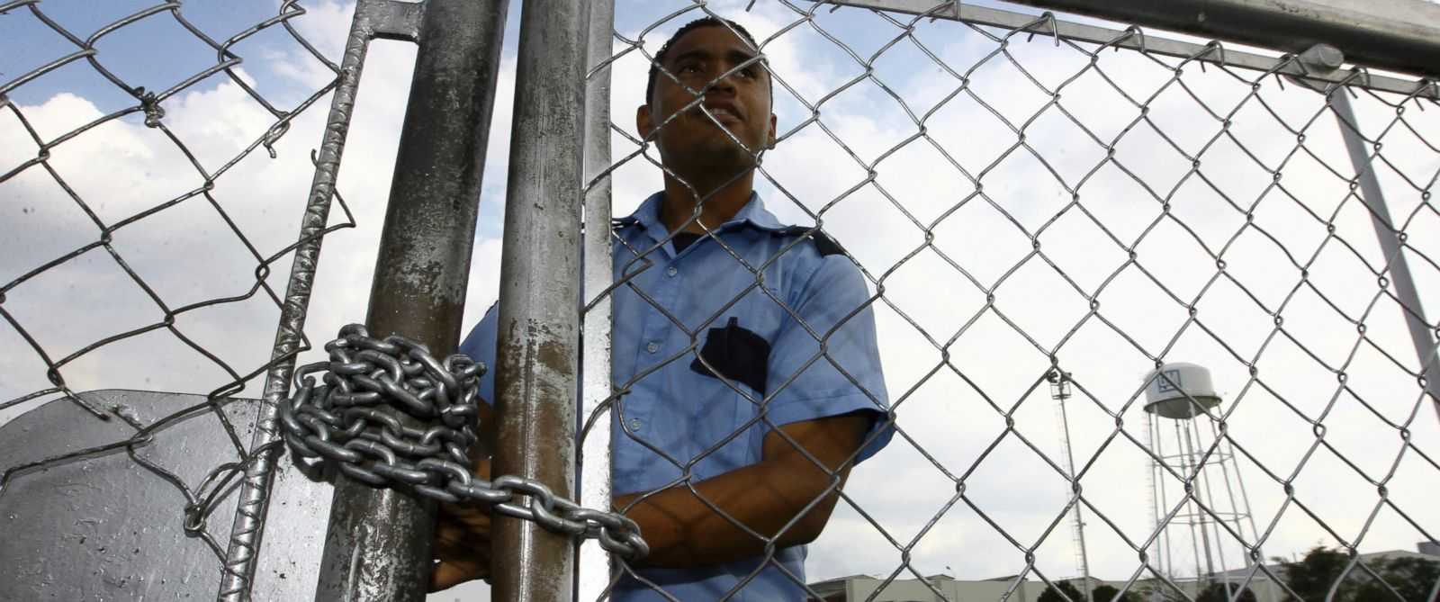 PHOTO: A security guard stands behind a fence at the General Motors assembly plant in Valencia, Venezuela, June 19, 2009.