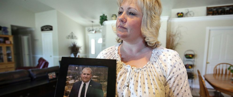 PHOTO: Laurie Holt holds a photograph of her son Joshua Holt at her home, in Riverton, Utah in this July 13, 2016 file photo.