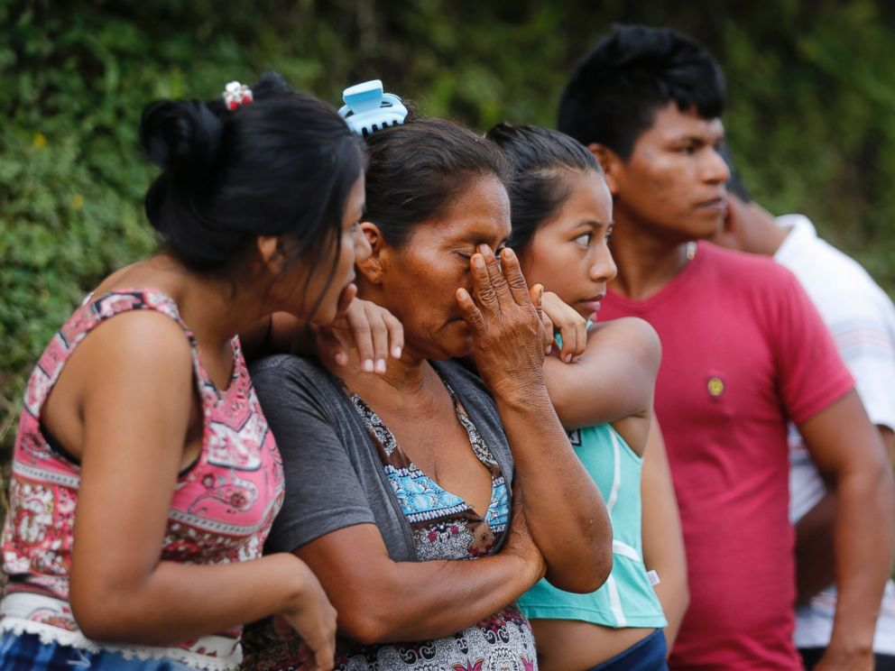 PHOTO: People line up outside a cemetery to looking for their missing relatives in Mocoa, Colombia, Sunday, April 2, 2017.