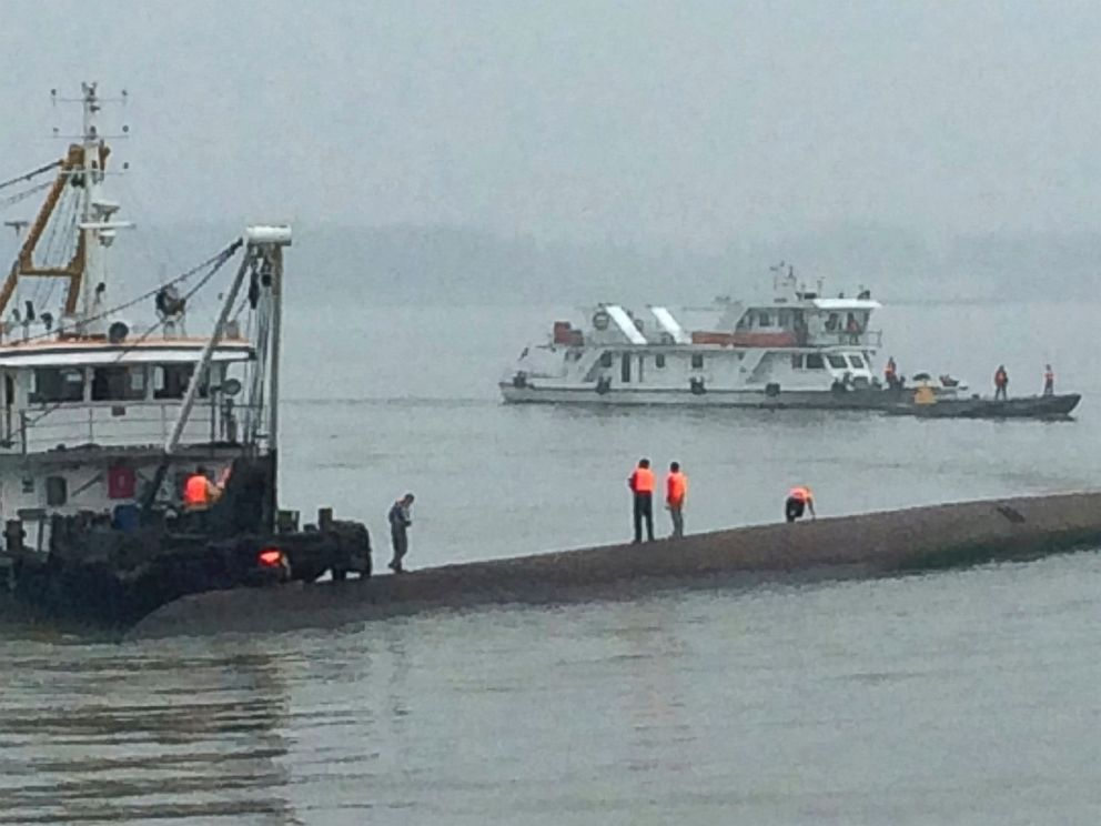 Survivors Rescued Hundreds Missing As Cruise Ship Capsizes In China 39 S Yangtze River Abc News