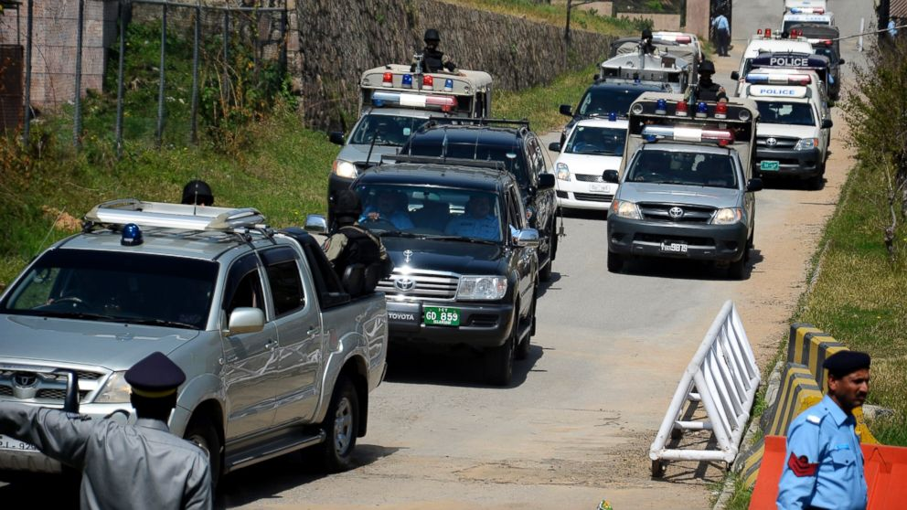 PHOTO: The convoy of former Pakistani President Pervez Musharraf escorted by paramilitary troops, leaves the special court in Islamabad, Pakistan, March 31, 2014.