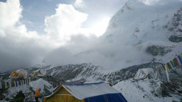 http://a.abcnews.com/images/International/AP_Nepal_earthquake_avalanche_bc_150426_16x9_608.jpg