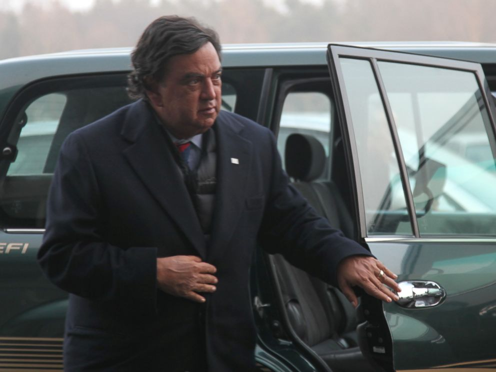 PHOTO: Former New Mexico Gov. Bill Richardson arrives at Pyongyang international airport in Pyongyang, capital of North Korea, on Dec. 20, 2010.