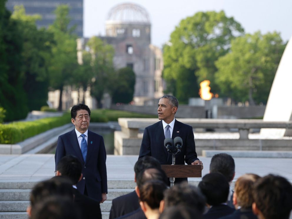 PHOTO: President Barack Obama delivers remarks next to Japanese Prime Minister Shinzo Abe at Hiroshima Peace Memorial Park in Hiroshima, western, Japan, May 27, 2016.