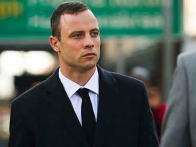 Pistorius Takes the Stand, Apologizes to Girlfriend's Family