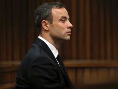 Pistorius Removes His Prosthetics to Reenact Shooting
