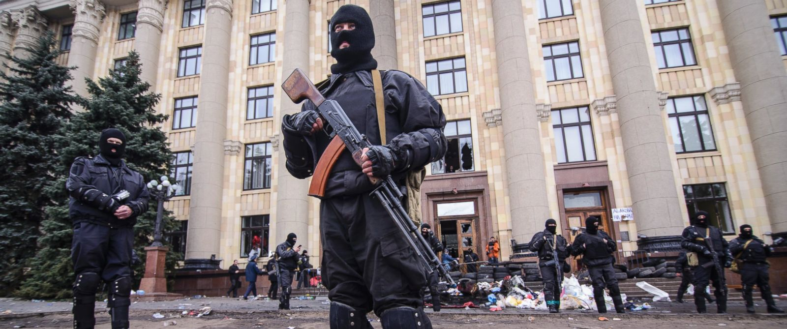 PHOTO: Members of a Special police unit guard the regional administration building in Kharkiv, Ukraine, April 8, 2014.