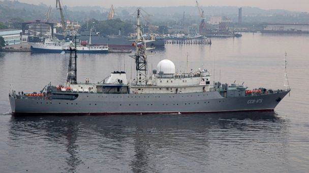 PHOTO: Russian warship Viktor Leonov enters the bay in Havana, Cuba, in this March 24, 2015 photo.