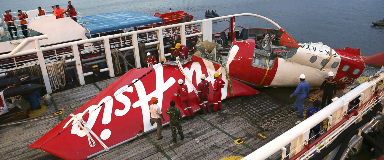 PHOTO: Crew members of Crest Onyx ship prepare to unload parts of AirAsia Flight 8501 from a ship at Kumai port in Pangkalan Bun, Sunday, Jan.11, 2015.